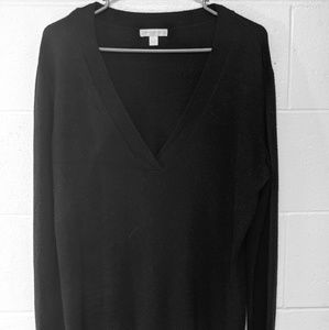 NEW YORK AND COMPANY LONG SLEEVED SWEATER
